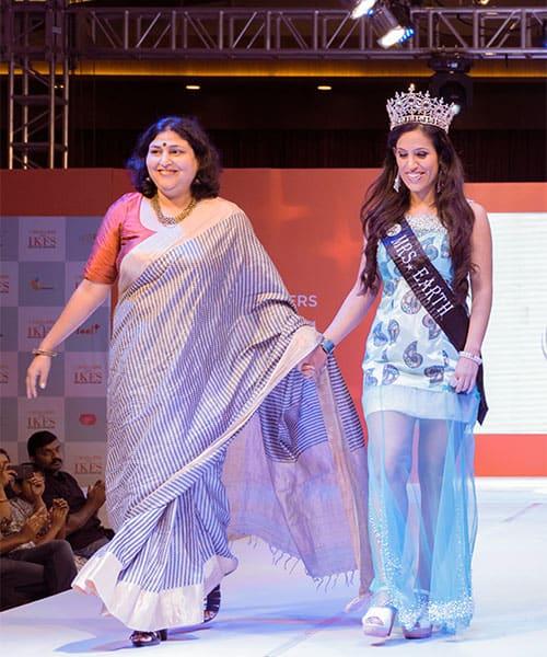 Celebrity Fashion Designer Rashmi Gupta walking the ramp with Mrs Earth